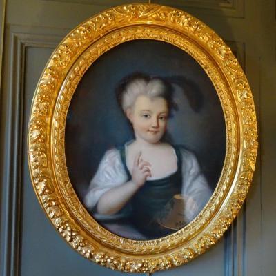 Portrait d'Une Jeune Fille En Médaillon, Pastel