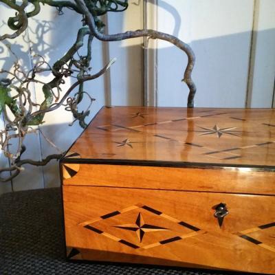 Boîte En Bois De Frêne, Intérieur à Compartiments, Belles Incrustations De B