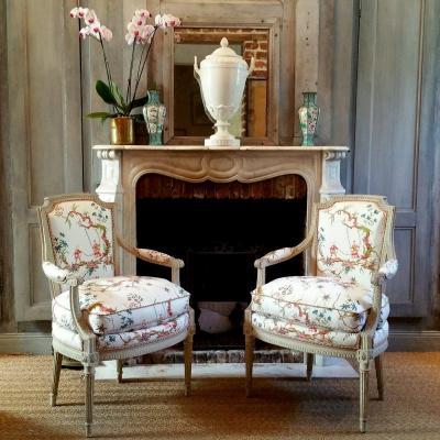 Paire Cabriolets Peints De Style Louis XVI