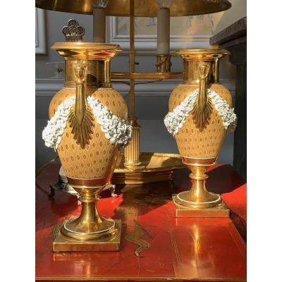 Paire De Vases En Porcelaine, Attribuée à La Manufacture De Nast. Epoque Empire.