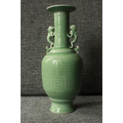 Ancien Vase Celadon En Porcelaine De Chine - Qianlong Mark