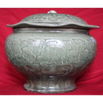 Grand Pot Céladon à Décor Floral - Yuan Ming Style