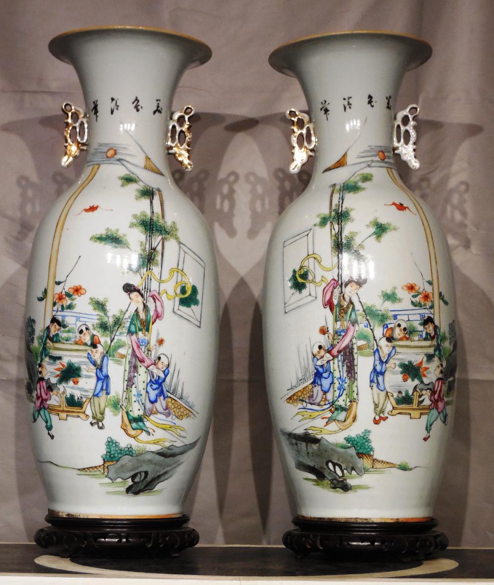 Paire De Vases En Porcelaine De Forme Balustre XXeme
