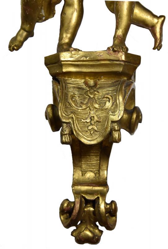 Paire d'angelots sur une consolette, bois doré, époque Régence.-photo-3