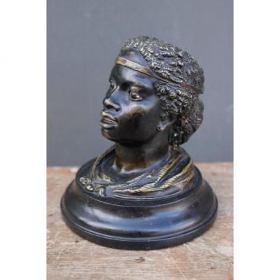 &nbsp;Inkwell in bronze representing a woman&#39;s face. Black and golden patina, the eyes are made of sulphide. The hairstyle was adorned with a net and turquoise beads, there are a few left. Marble base and glass inkwell present.&nbsp;<br /> Dimensions:&nbsp;<br /> &bull; base: 13cm in diameter&nbsp;<br /> &bull; height: about 14cm&nbsp;<br /> Period 19th century, Napoleon III