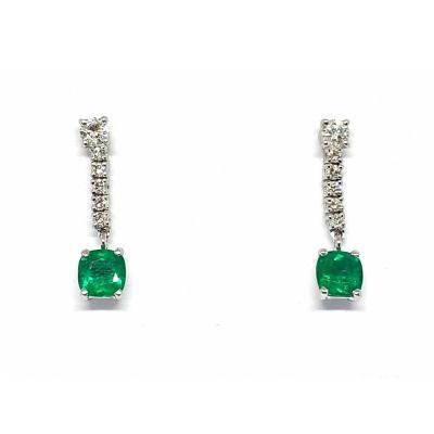 Boucles D'oreilles En Or Gris 750 Millièmes, Serties D'émeraudes Et De Diamants