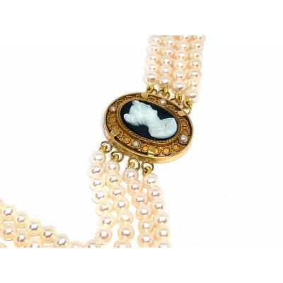 Bracelet De Perles De Culture Blanches, Centre D'un Camée, Sur Médaillon En Or 750