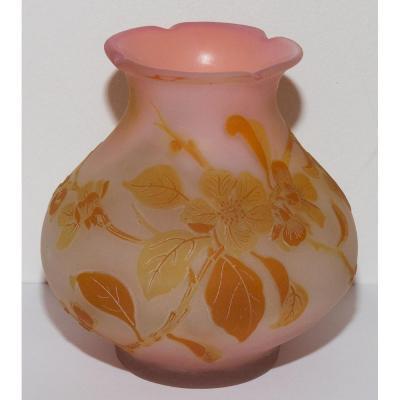 Vase « Fleurs De  Pommier Du Japon » Emile Gallé