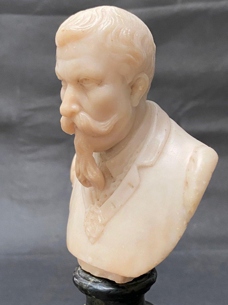 Buste fin 19eme en albâtre d'un homme portant moustache et barbe impressionnantes-photo-3