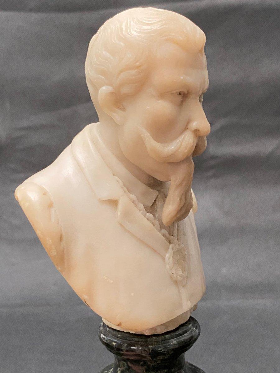 Buste fin 19eme en albâtre d'un homme portant moustache et barbe impressionnantes-photo-1