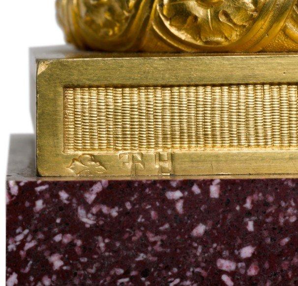 Palais Des Tuileries: Vasque En Porcelaine Blanche Et Porphyre Monté En Bronze Doré Du XIXe.
