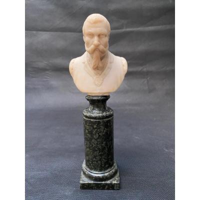 Buste fin 19eme en albâtre d'un homme portant moustache et barbe impressionnantes