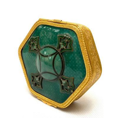 Petite Boîte Hexagonale En Bronze Doré Et émail Vert, Circa 1880