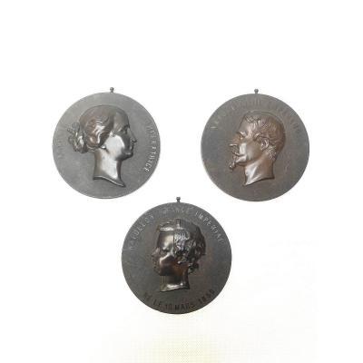Trois médaillons en bois durci Napoléon III, Eugenie et le Prince