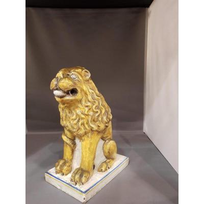 Lion Assis en faience ( élément De Poele)