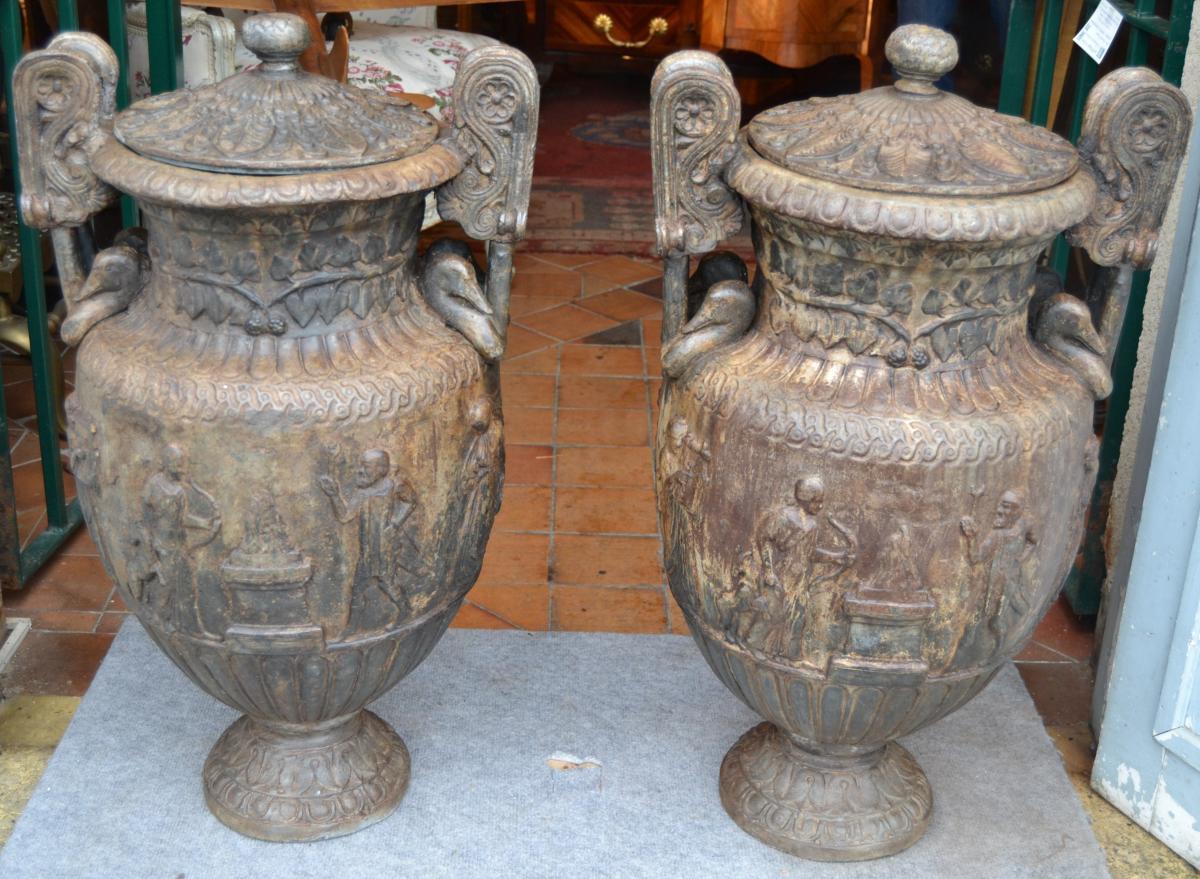 """Pair Of Vases """"crater Volutes"""", Lead XVIII / XIX"""