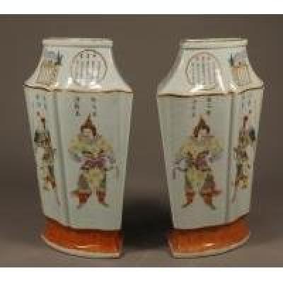 Chine. Epoque Daoguang (1821-1850). Paire De Vases.