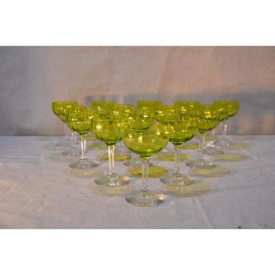 Séries De 15 Verres à vin blanc En Cristal Modèle Baccarat, XXe