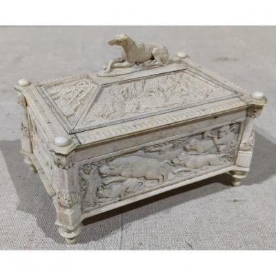 Ivory Box With Rich Royal Hunting Decorations, Eighteenth Time