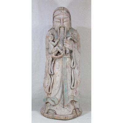 """CHINE XIXe, Sculpture en bois """" Sage portant un enfant""""."""