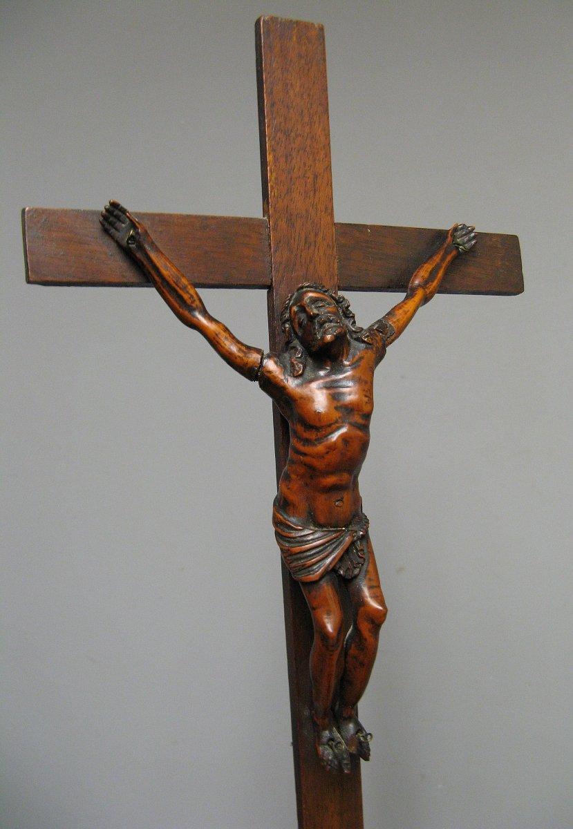 Crucifix. Christ En Croix En Buis Sculpté XVIIIe.