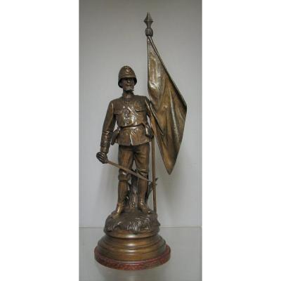 Colonial Troop Flag Soldier. Statue In Regulates.