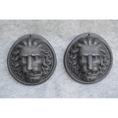 """Paire de médaillon tête de lion en fonte """"décoration architecturale"""", art poplaire"""