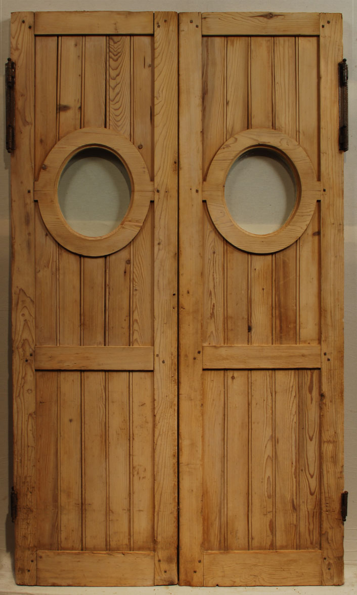 "Pair Of Doors ""go And Go"""