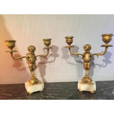 Paire De Bougeoirs En Bronze Ciselé