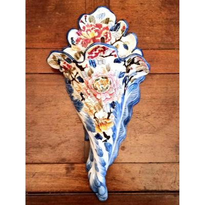 À very rare vase from Gien manufacture. XIXÈME siecle