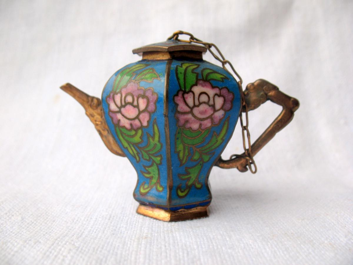 Théière à huile de lampe en bronze cloisonné. Chine, XIXème siècle