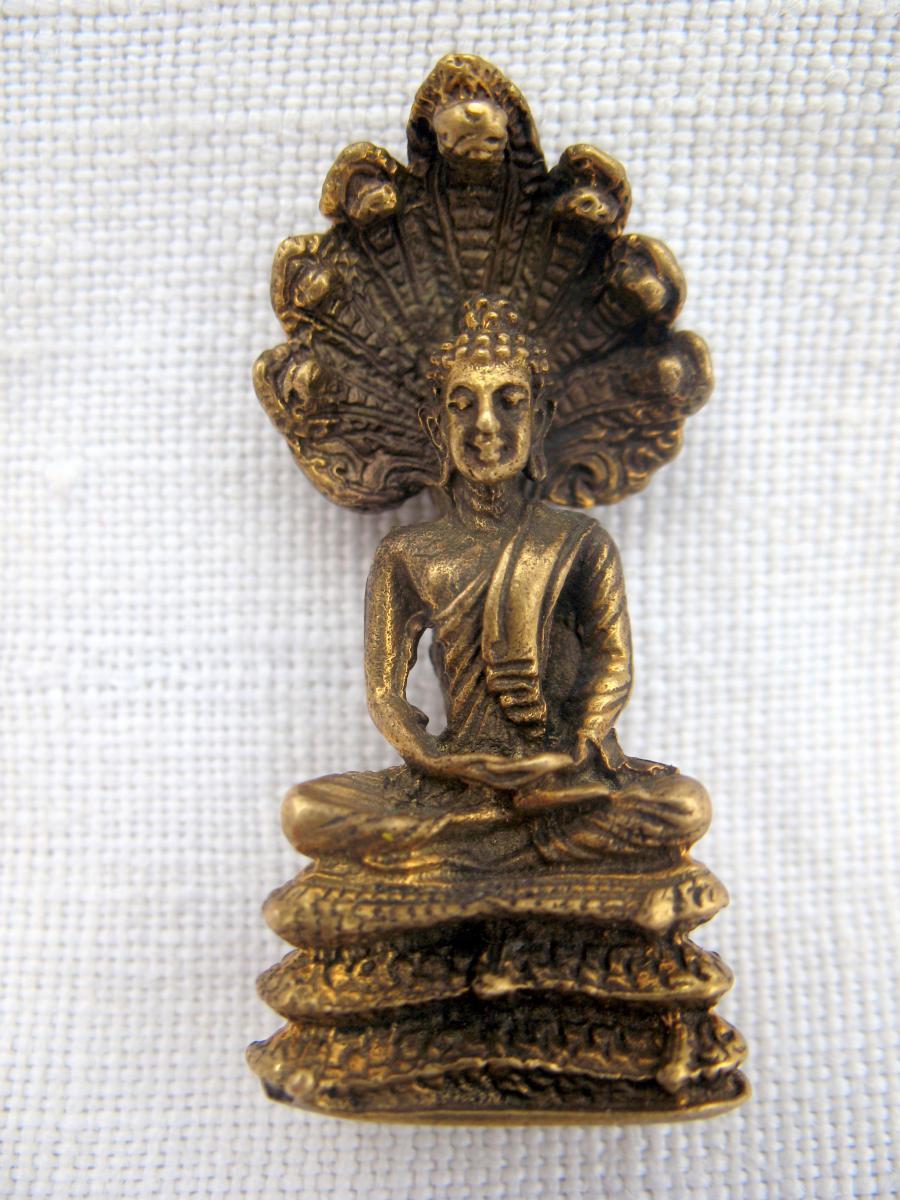 Statuette votive en bronze d'un bouddha aux cobras. Thaïlande, XIXème