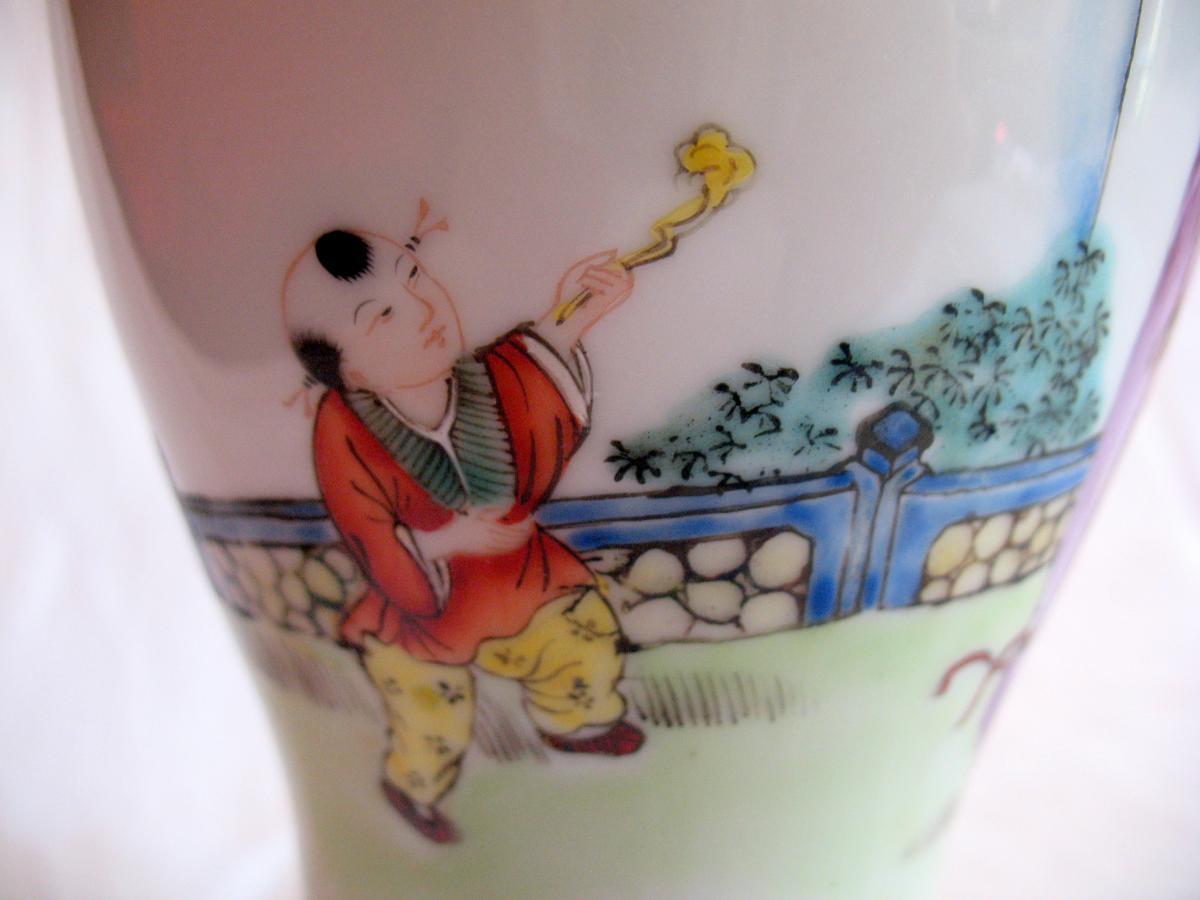 Vase couvert en porcelaine. Décor de personnages et chien de fô. Chine, XIXème-photo-3