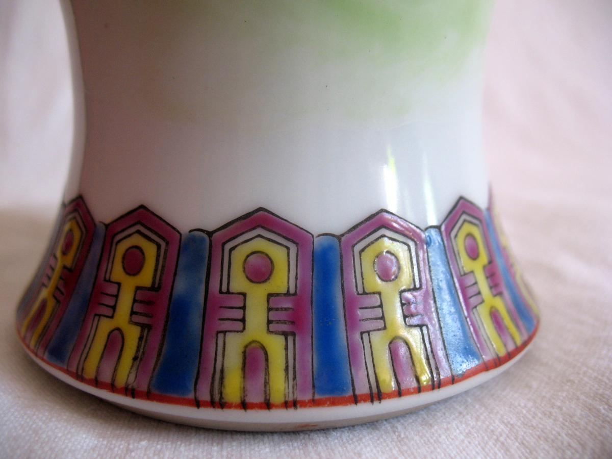 Vase couvert en porcelaine. Décor de personnages et chien de fô. Chine, XIXème-photo-1