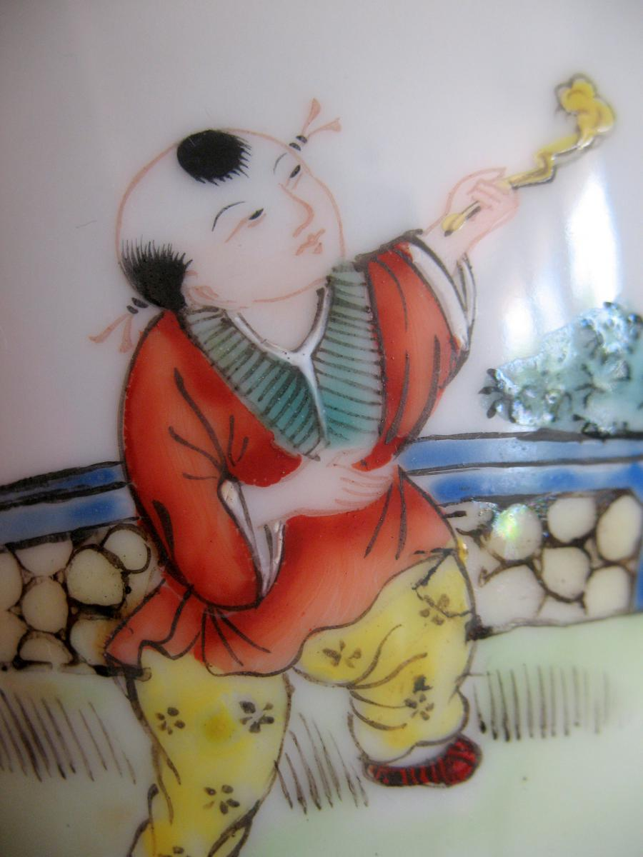 Vase couvert en porcelaine. Décor de personnages et chien de fô. Chine, XIXème-photo-6