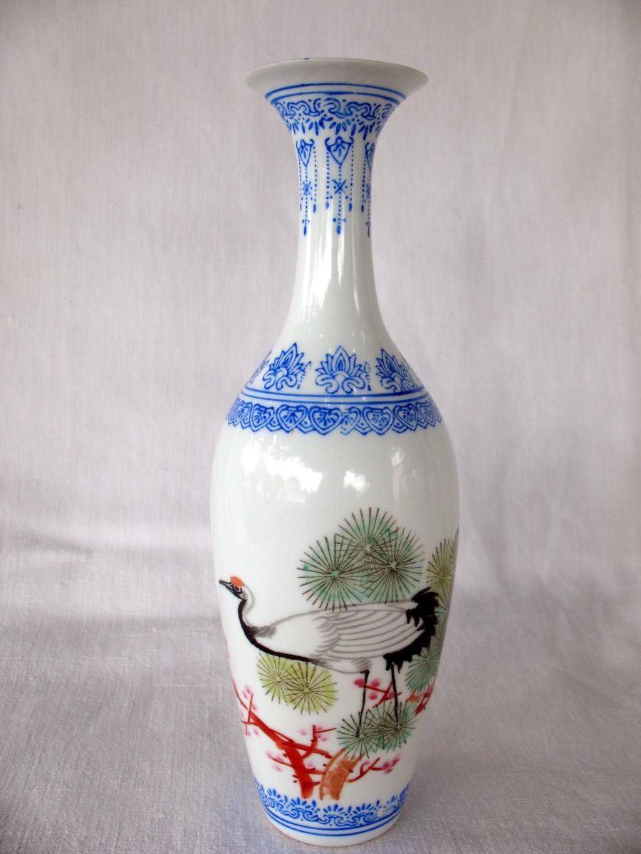 Deux vases signés en porcelaine coquille d'oeuf. Décor de grues. Chine, années 40-photo-2