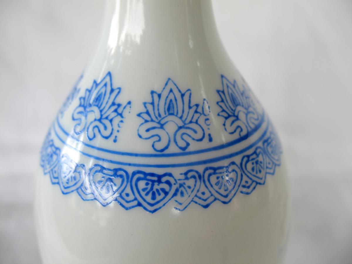 Deux vases signés en porcelaine coquille d'oeuf. Décor de grues. Chine, années 40-photo-5