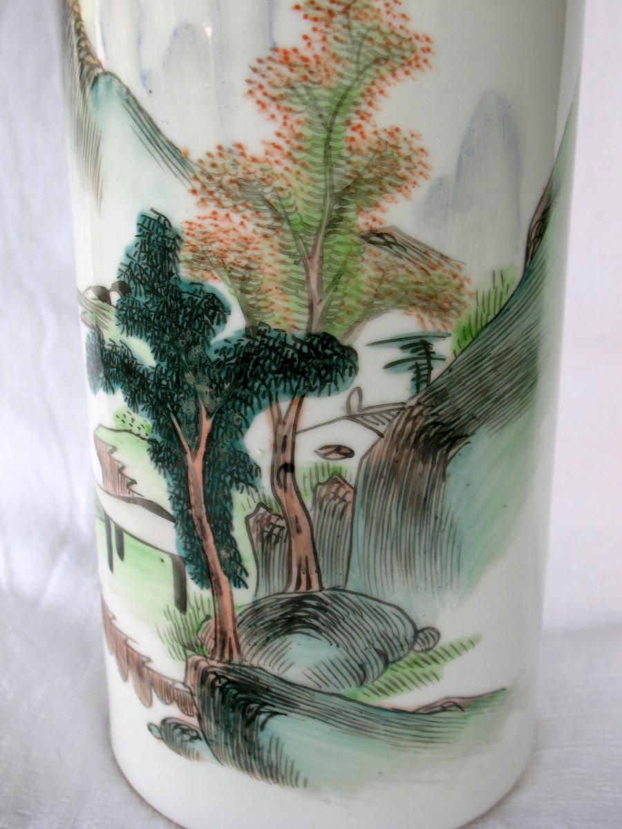 Vase rouleau en porcelaine de Chine. Décor paysage et pêcheur. Début XXème-photo-2