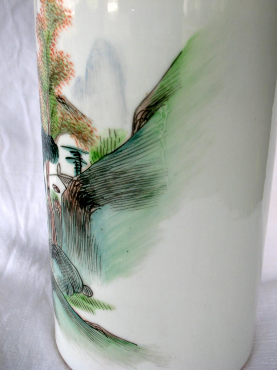 Vase rouleau en porcelaine de Chine. Décor paysage et pêcheur. Début XXème-photo-3