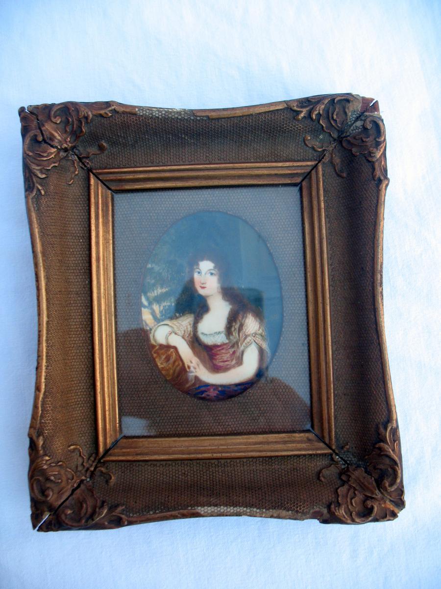 Portrait miniature d'une jeune femme signé Hall. Début XIXème