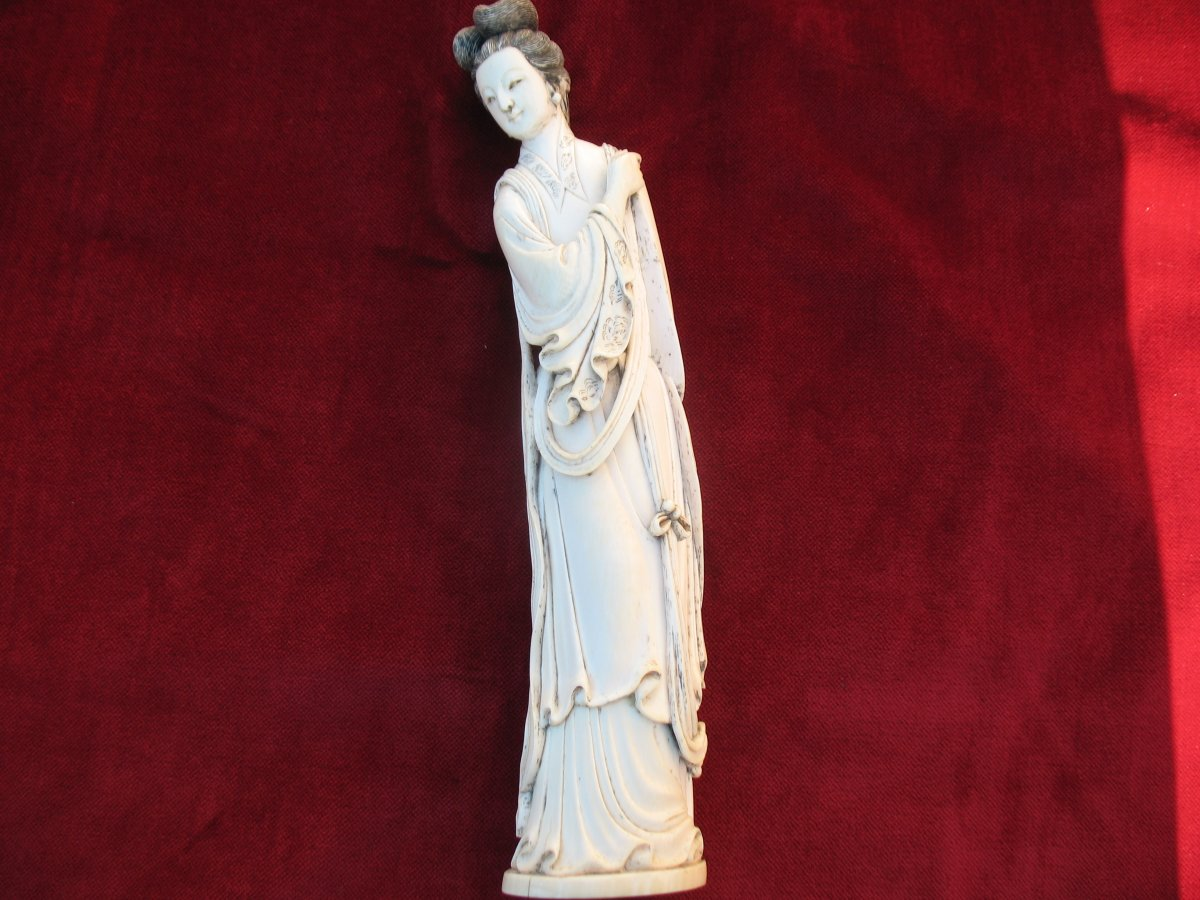 Guanyin ..statuette Femme Chinoise En Ivoire ....CHINE