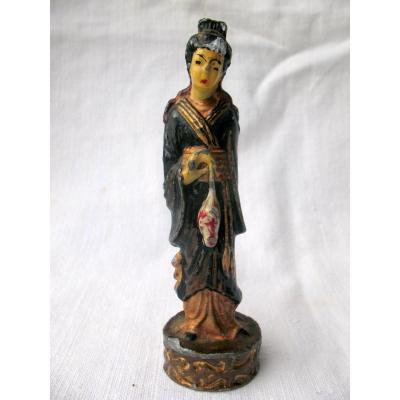 Plomb de Nuremberg polychromé représentant une Chinoise. Fin XIXème