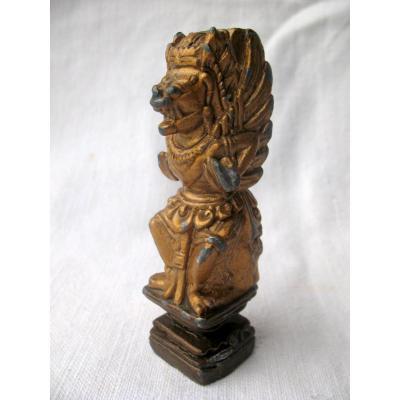 plomb de Nuremberg doré représentant un chien de fô ailé. Fin XIXème