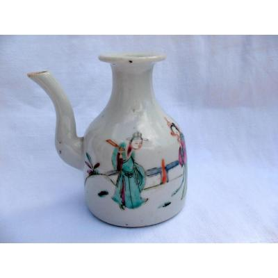 Verseuse en porcelaine de Chine. Décor polychrome. XVIIIème siècle