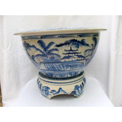 Importante jardinière en céramique du Vietnam. Décor blanc bleu. Début XXème