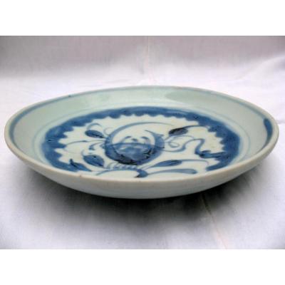 Petit plat en porcelaine blanc bleu. Dynastie Lê, Vietnam XVI - XVIIème