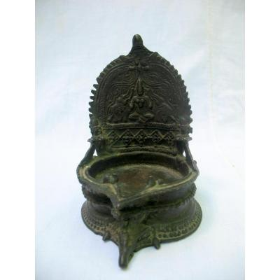 Bronze Oil Lamp Representing The Goddess Gaja Lakshmi. India, 19th Century