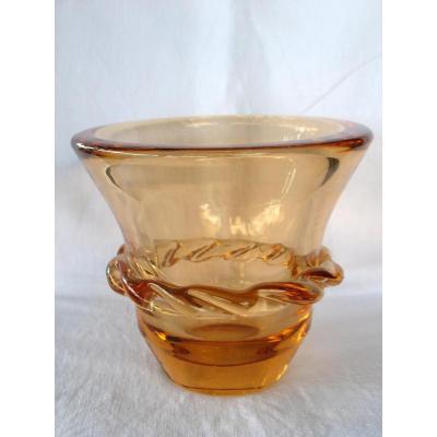 Vase en cristal de Daum signé. Couleur saumon. Art déco, années 40