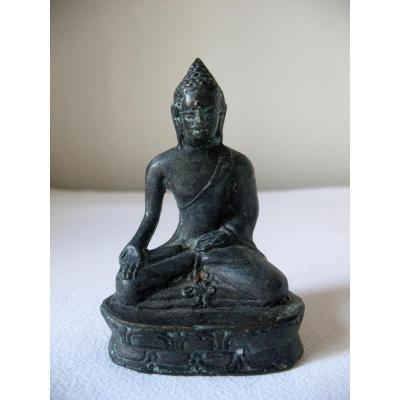 Bouddha en bronze assis en position du lotus. Birmanie ou Laos, XVIIIème