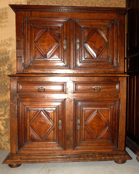 Buffet à 4 Portes Louis XIII, d' époque  XVIIème, quatre vantaux.